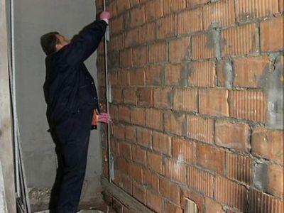 Как выставить маячки для выравнивания стен своими руками для крепления профилей, штукатурки - видео мастер класс от мастеров