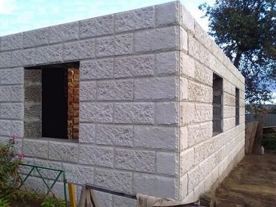 Стены из керамзитобетонных блоков