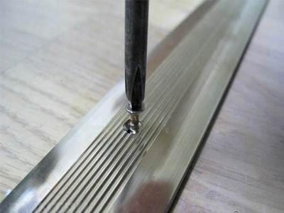 Монтаж алюминиевого порожка