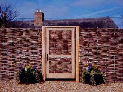 Забор плетень на даче