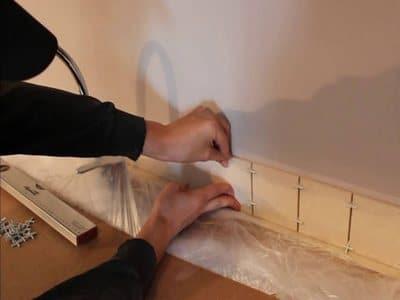 Монтаж плитки на жидкие гвозди