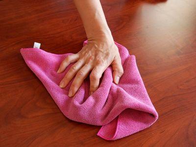 Очищение поверхности от жидких гвоздей