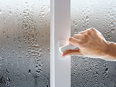 Влага на окне
