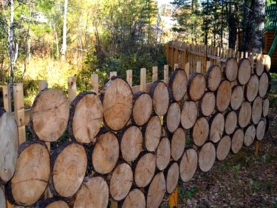 Оригинальный забор из дерева