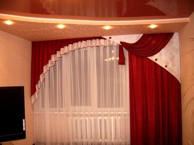 Красные шторы в зал