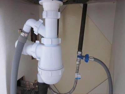 Как произвести подключение посудомоечной машины к водопроводу и канализации своими руками
