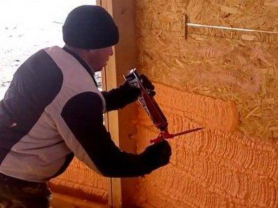 Нанесение ппу на стены