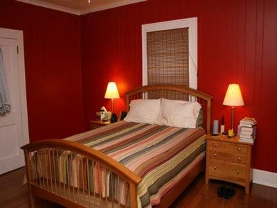 Терракотовый в спальне