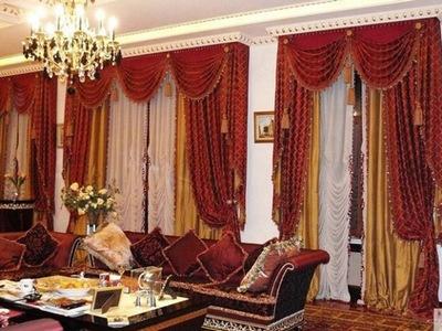 Шторы в зал с двумя окнами
