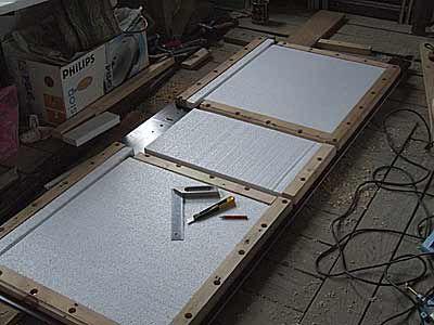 Прочная конструкция из подручных материалов: как сделать дверь из досок своими руками