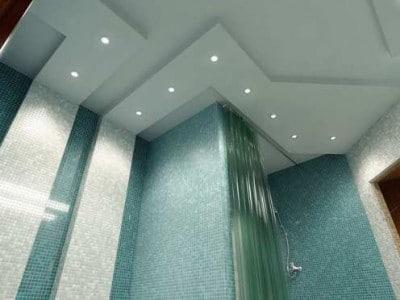 Дизайн помещений своими руками: потолок в ванной комнате - какой выбрать и как установить