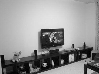 Установка главного элемента современного дома: на какой высоте вешать телевизор на стену - рекомендуемый уровень