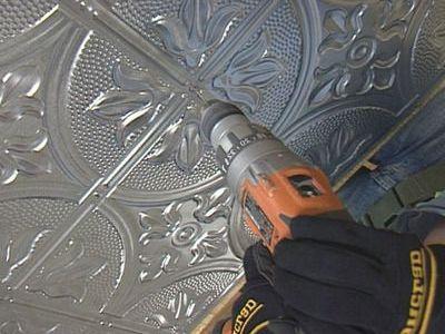Ремонтные работы своими руками: как клеить плитку на потолок с неровной поверхностью - азы от профессионалов
