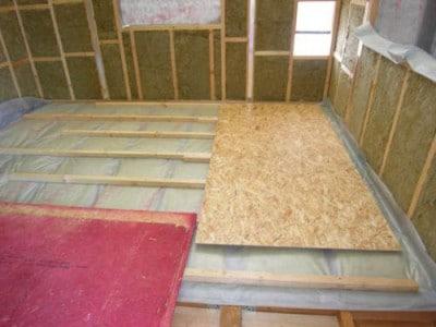Как уложить черновой пол по деревянным балкам перекрытия 2 этажа
