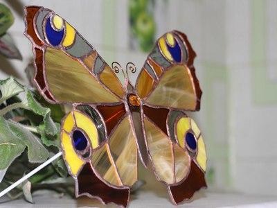 Бабочка из стекла