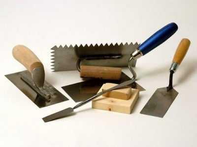 Правильный метод ровного нанесения материала на поверхность: установка маяков для штукатурки стен