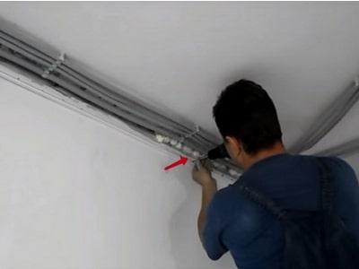 Подготовительные работы по монтажу звукоизоляции под натяжной потолок