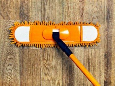 Какой должна быть швабра для мытья пола: с отжимом, на липучке или телескопическая