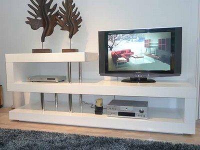 Как сделать правильный выбор: тумбы под ТВ длинные, современные или классические виды конструкций