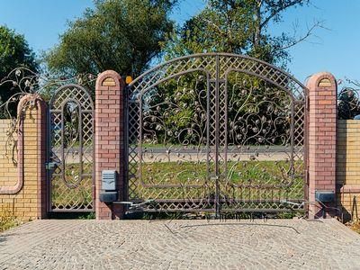 Красивая защита из металла: кованые ворота и калитки - как сделать декоративные элементы своими руками