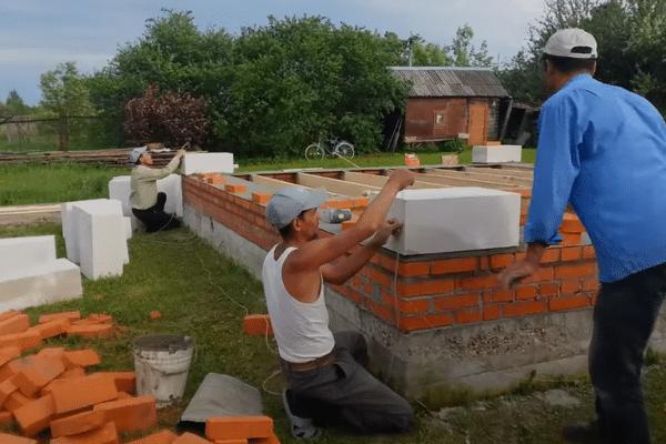 Толщина стен из газобетона для бани