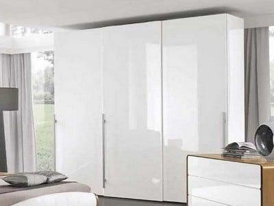 Белые глянцевые шкафы для спальни
