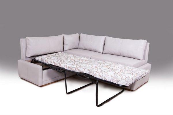Угловой диван со спальным местом в гостиную