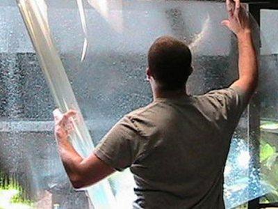 Как наклеить зеркальную пленку на окно