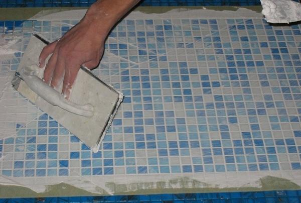 Отделка пола плиткой и мозаикой