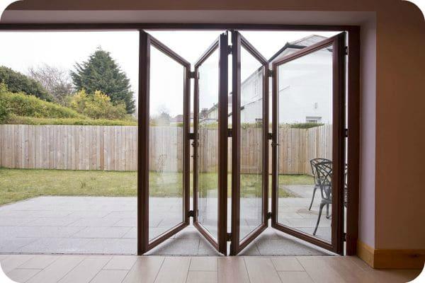 раздвижные окна из поликарбоната для беседки