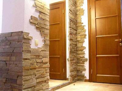 гибкий камень в интерьере прихожей