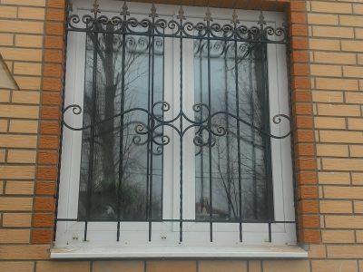из чего делают решетки на окна