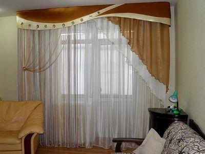 шторы в зал с балконом