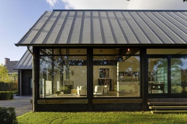 проекты одноэтажных домов с витражными окнами
