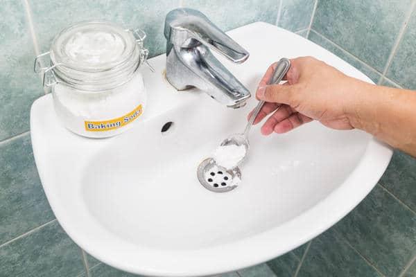 как прочистить канализационную трубу содой и уксусом