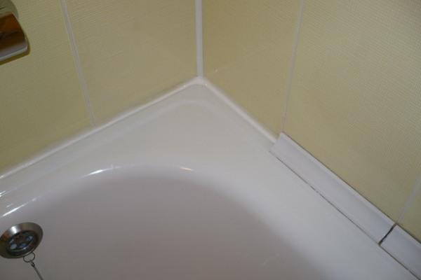 установка пластикового бордюра на ванну