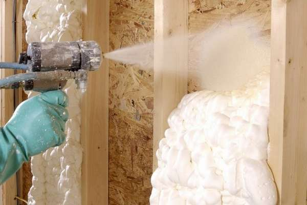 утепление стен пеной в воздушной прослойке
